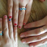 Die Kinder haben ihre Ringe gebastelt.   foto (c) kinderoutdoor.de