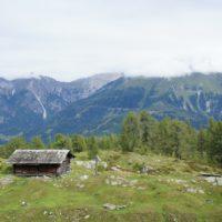 Beim Bergsteigen mit Kindern im Lesachtal kommt Ihr vom Obergailer Berg (der heißt wirklich so!) an der ehemaligen Marthahütte vorbei.   foto (c) kinderoutdoor.de
