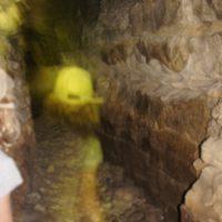 Wenn es draußen heiß ist, dann ab mit den Kindern untertage und besichtigt eine Höhle.   foto (c) kinderoutdoor.de