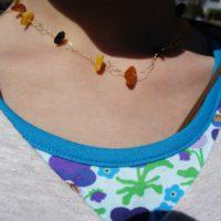 So sieht die römische Kette am Hals aus.   foto (c) kinderoutdoor.de