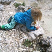 Ein Microadventure für Kinder ist es, einen Bach zu erkunden.   foto (c) kinderoutdoor,de
