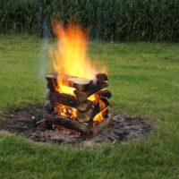 Das Pagodenfeuer ist ein Leuchtfeuer und weithin sichtbar.   foto (c) kinderoutdoor.de