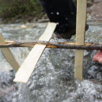 Schon dreht sich unsere Wassermühle ganz munter im Bach.   foto (c)