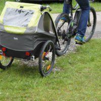 Gut gefedert sind die Kinder im Burley Solo unterwegs.   foto (c) kinderoutdoor.de