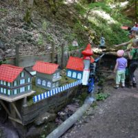 Fünf Ausflugsziele in Baden-Württemberg: Die Schelmenklinge bei Lorch ist ein ungewöhnliches Ziel mit den vielen Wasserspielen.  foto (c) kinderoutdoor.de