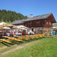 Familienfreundliche Berghütten gibt es auch in Südtirol, wie die Kreuzwiesen Alm  foto (c) kinderoutdoor.de
