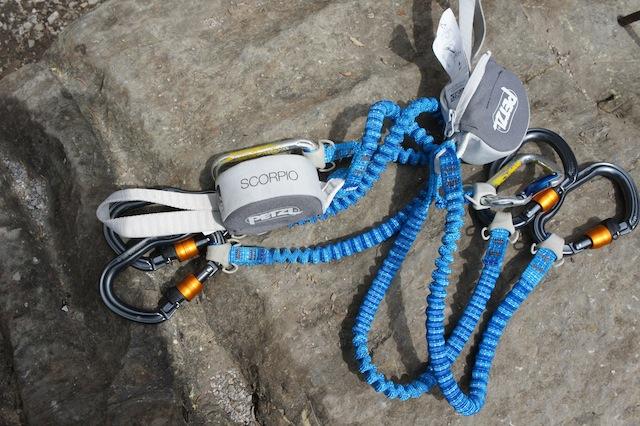 Klettersteigset Befestigen : Test petzl klettersteigset scorpio vertigo kinderoutdoor