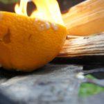 Outdoor Rezepte für Kinder: Lagerfeuer Muffins in Orangenschalen