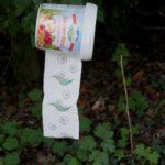 Oudoor basteln mit Kindern: Eine wasserdichte Abdeckung für das Klopapier