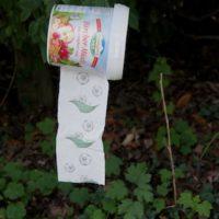 Outdoor basteln mit kindern: Fertig ist unser praktischer, transportabler und wasserdichter Klopapierspender.   foto (c) kinderoutdoor.de
