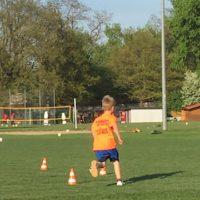 Der Staffellauf ist ein flotter Teil der Fußball Rallye.  foto (c) kinderoutdoor.de
