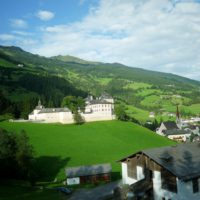 Wandern mit Kindern in Südtiroll führt Euch zu sagenhaften Orten wie dem Wolfsthurner Schloss.   foto (c) kinderoutdoor.de