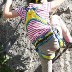 Kinder am Klettersteig: Hier ist die Familie am Felsen unterwegs