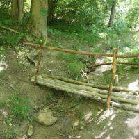 Fertig ist die von Kindern gebaute Brücke.   Kinderoutdoor.de