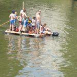 Kinder bauen ein Floß zum selber fahren: Floß ahoi!
