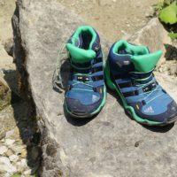 Kinderoutdoor Schuh adidas Terrex Mid GTX im Test: Gut verarbeitet, hochwertige Materialien aber ein schmaler Leisten.  foto (c) kinderoutdoor.de