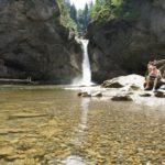 Wandern mit Kindern zu Wasserfällen: Es rauscht in Bergen