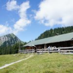 Wandern mit Kindern zu Almen im Estergebirge: Üba d'Alma da gibts Kalma