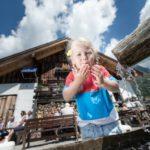 Familien wandern am Hochkönig: Murmeltierweg, Kräuteralmen und Bergdorf der Tiere begeistern Outdoor Familien