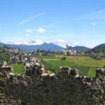 Kinder besichtigen Burgen: Ritter und edle Burgfräulein