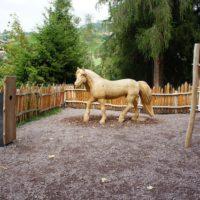 Themenweg für Kinder: Der Haflinger Pferdeweg ist liebevoll angelegt.   foto (c) kinderoutdoor.de