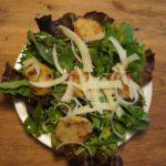 Hüttenrezepte zum Nachkochen: Semmelknödel Salat aus Südtirol