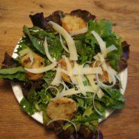 Fertig ist unser Hüttenrezept der Extraklasse: Der Semmelknödelsalat aus Südtirol.  foto (c) kinderoutdoor.de