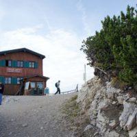 Berghütten für Familien im Herbst: Das Ostlerhaus am Gipfel vom Breitenberg im Allgäu sollte auf der Liste stehen.   foto (c) kinderoutdoor.de