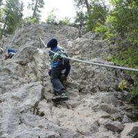Klettersteig mit Kindern: Bergerfahrung und eine gute Ausrüstung gehören zum Abenteuer am Felsen unbedingt dazu.   foto (c) kinderoutdoor.de