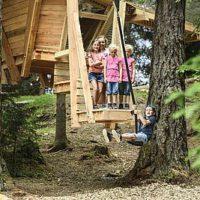 Wandern mit Kindern in Tirol: Der Stubai Baumhausweg ist ein besonderer Themenweg für die ganze Familie und auch Kinderwagen geeignet.   foto(c)  TVB Stubai Tirol/Andre Schönherr