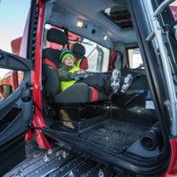 Jetzt kräftig Gas geben! Von der Fahrt mit dem Pistenbully haben die Kinder noch lange etwas zu erzählen.  Foto: Tiroler Zugspitz Arena/Christoph Jorda