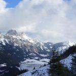 Winterwandern mit Kindern im Tannheimer Tal: Schneebedeckte Gipfel und vereiste Seen