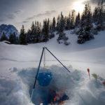 Iglu bauen lernen in der Tiroler Zugspitzarena sich wie ein Eskimo fühlen