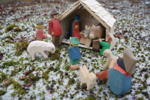 Kinder Weihnachtskrippe.Kinder Basteln Eine Weihnachtskrippe Kinderoutdoor