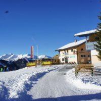 Hinter dem Berggasthof Jägerhaus befindet sich an der Bergstation vom Sunjet Lift der Start für die Rodelbahn Bärentritt. foto (c) kinderoutdoor.de