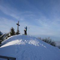 Der Gipfel ist auf 1.802 Metern Höhe erreicht und damit eine gigantische Aussicht.  foto (c) kinderoutdoor.de