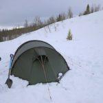 Mikroabenteuer mit Kinder im Winter: Zelten im Schnee