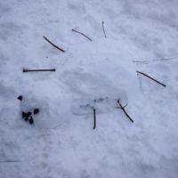 Fertig ist unsere Schneespinne.  foto (c) kinderoutdoor.de