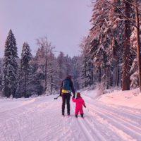 Familien Outdoor im Bayerischen Wald. Skilanglauf gehört dazu, wie die Fichten zu dem Mittelgebirge. © Marco Felgenhauer / Woidlife Photography