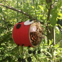 Outdoor basteln mit Kindern: Insektenhotel aus recycelten Materialien (c) kinderoutdoor.de