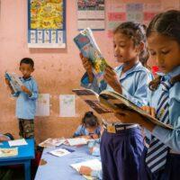 Keen unterstützt Kinder in Nepal (c) Keen / Japer Doest