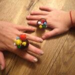 Kinder basteln mit Kastanien einen wunderschönen Ring