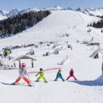 Kinder lernen Skifahren: Wo können die Kleinen ihre erste Schwünge im Schnee machen?