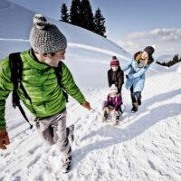 Kinder Outdoor Spaß im Schnee (c) Allgäu GmbH