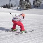 Outdoor im Winter: Die Familie fährt in Warth-Schröcken Ski