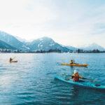Kinder Winter Outdoor Abenteuer in der Schweiz; Kajak oder Skifahren?