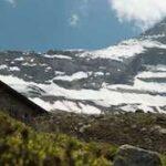 Kinder wandern zu Berghütten: Übernachten auf der Geraer Hütte