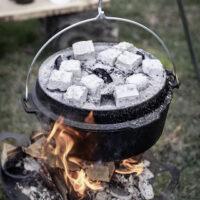 Kinder Outdoor kochen mit Petromax  foto (c) Petromax