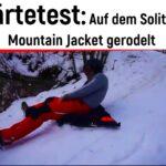 Kinder Outdoor Härtetest: Auf der Jack Wolfskin Winterjacke gerodelt